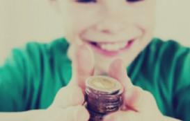 Как научит ребенка обращаться с деньгами